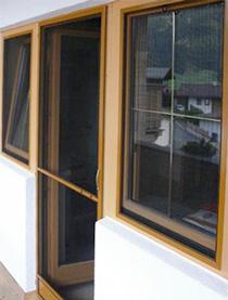 lamellen und lamellenvorhang sonnenschutz f r b ro und fenster. Black Bedroom Furniture Sets. Home Design Ideas